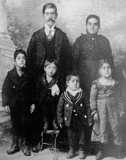 The Yanney family circa 1901. This is the last photo before Martha's death.